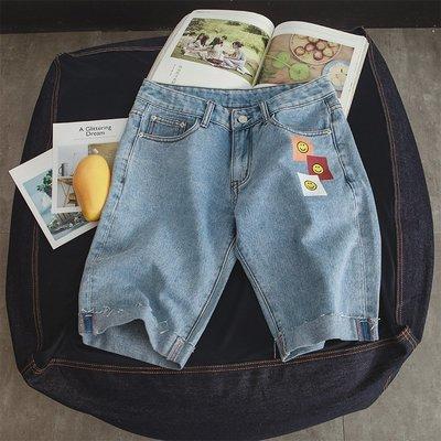 『折扣店』(850207)29-34碼有大碼 2018夏季韓版淺藍牛仔五分褲 男士笑臉貼布牛仔短褲
