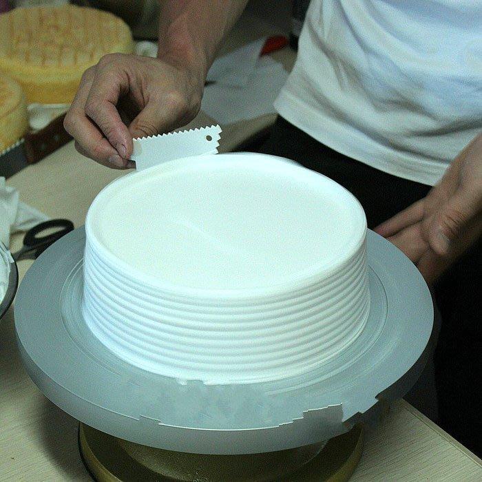Amy烘焙網:新貨鋸齒梯形狀三角形塑膠刮板 奶油蛋糕造型刮板  兩件裝