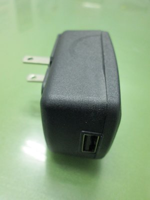 APD亞源WA-10K05R input 100-240V, output: 5V= 2A有USB接頭的電源供應器