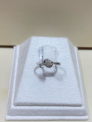 44分天然鑽石戒指,單鑽搭配18K金線條款式,簡單耐看適合平時配戴,出清價32680元,只有一個要買要快,鑽石白亮