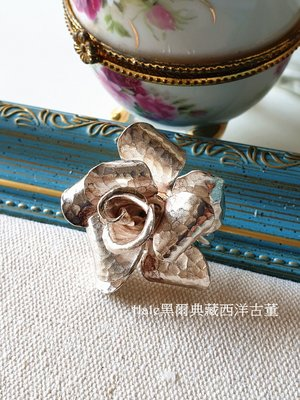 黑爾典藏西洋古董~純925銀蜂窩紋銀捲法式凡爾賽玫瑰花半開銀戒~珠寶盒Vintage