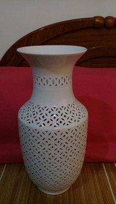 中藝陶瓷(中華陶瓷藝術公司)鏤空花瓶