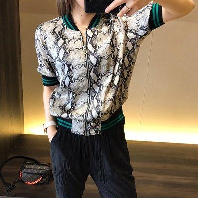 《巴黎拜金女》休閒減齡蛇紋撞色棒球款真絲襯衫