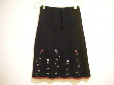 全新獨一無二正黑色鬆緊帶式日系甜美風立體鈎織花朵裙襬圓弧鈎織蕾絲細織厚實溫暖合身及膝裙針織毛線裙