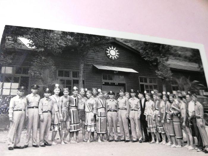 40~50年代 老營區 憲兵軍裝原住民服飾 軍人合照 銘馨易拍重生網PSS765 背景寫實老照如圖(1張ㄧ標,珍藏回憶)