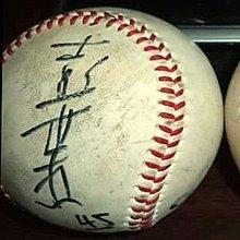 【☆ 職棒野球魂大賣場☆】冬季聯盟    彭世杰 (富邦) ,  簽於 比賽球 ,有簽背號碼值得收藏。