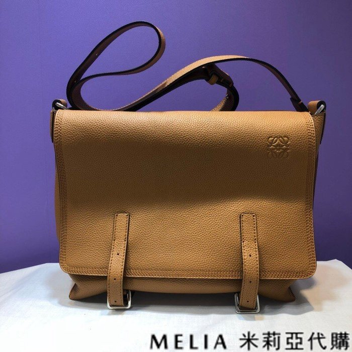 Melia 米莉亞代購 美國精品代購 LOEWE 羅意威 男式款 Messenger bag系列 郵差包 內裡鹿皮 棕色