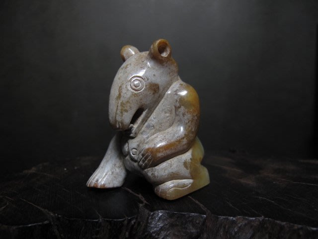 和闐玉雕◎   搔首玉熊