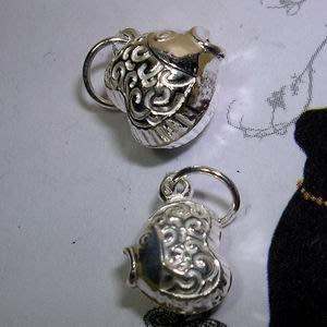 琥珀貓~【925純銀材料配件】墜飾~N9774款~漩渦愛心接吻魚~9mm~一個