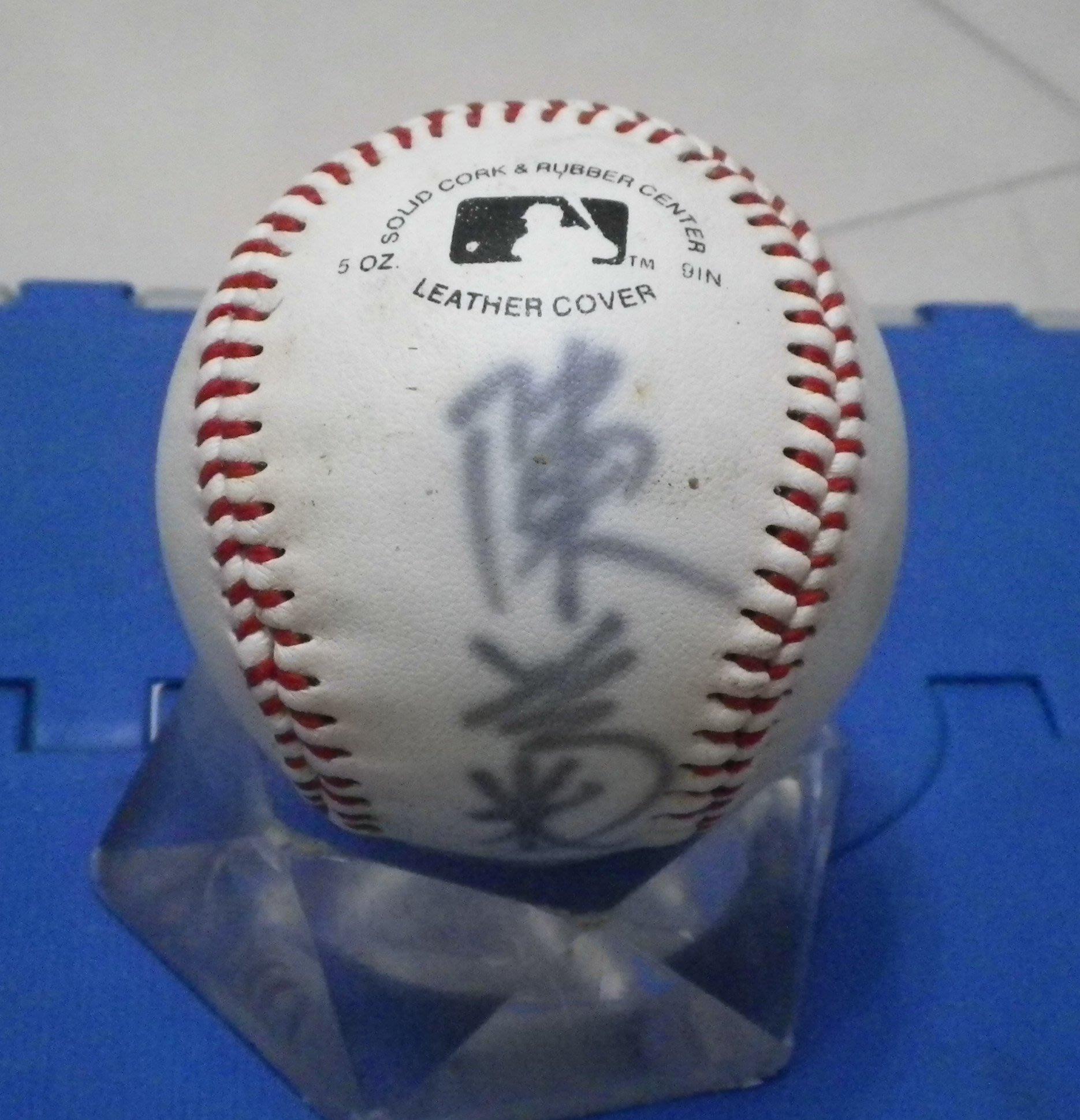 棒球天地----陳菊 簽名球.字跡漂亮.只有1顆..