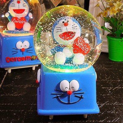 慕洛斯家居~卡通樹脂玩偶發光水晶球小擺件手辦工藝裝飾桌面櫻桃小丸子音樂盒