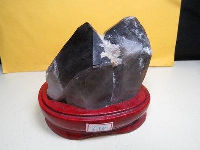 【競標網】高檔巴西天然茶墨骨幹水晶634公克(贈座)(網路特價品、原價1500元)限量一件