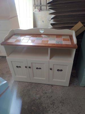 戀戀小木屋 彩色磚餐櫃 客製款。原木餐櫃