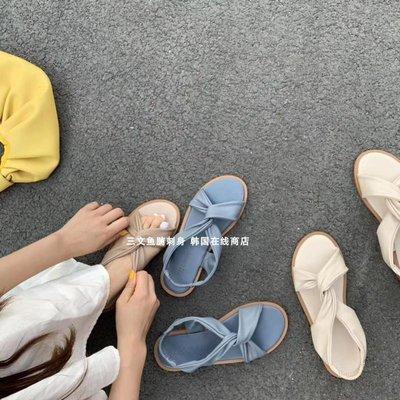 Fashion四季麗人鞋櫃 三文魚腩刺身New/優雅氣~奶茶色柔軟皮質彈力松緊帶交叉平底涼鞋