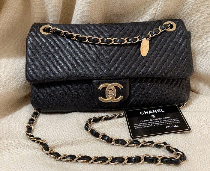 小巴黎二手名牌~真品 Chanel  黑金 金幣 牛皮 復古金 鏈包 26CM 山型 可以斜背 coco 復刻