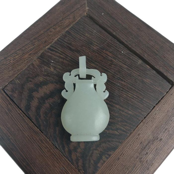 《博古珍藏》天然和闐玉雕寶瓶玉佩墜子項鍊.珮飾飾品配件.早期收藏.情人節禮盒禮物禮盒.行家勿錯過.底價回饋