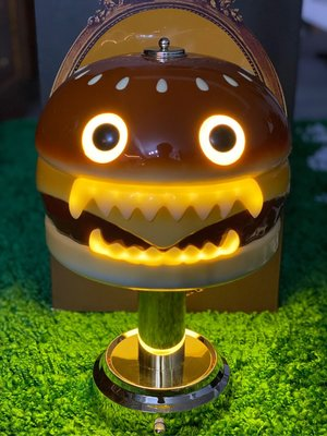 全新正品 現貨 UNDERCOVER x MEDICOM TOY HAMBURGER LAMP 漢堡燈 桌燈 夜燈