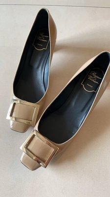 RV 真品  淺咖啡色 低粗跟 ,好走很穩的鞋款, 中低根約4.5 cm ,奶茶色  size 38.5,便宜出售