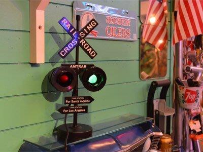 (I LOVE樂多)日本進口迷你裝飾鐵道 鐵路紅綠燈 3款顏色 店面/裝飾/情境/美式風格/居家擺飾