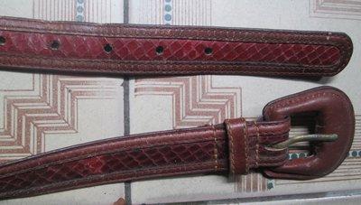 真皮皮帶~VERITAS--GENUINE LEATHER品牌(28吋含以下腰圍適用..全長30吋).背面有使用痕跡 新北市