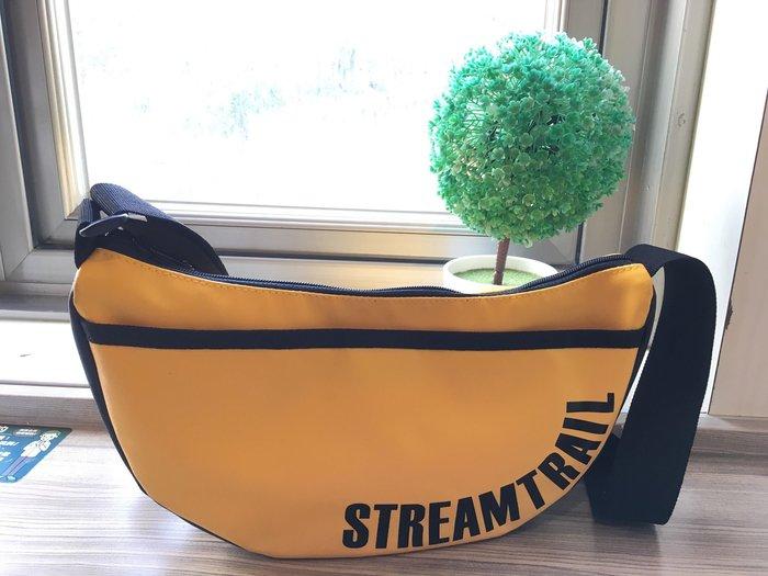 日本Stream Trail戶外防水包-Moon 時尚休閒側背包 月亮包、彎月肩背包 水餃包-活力黃Saffron