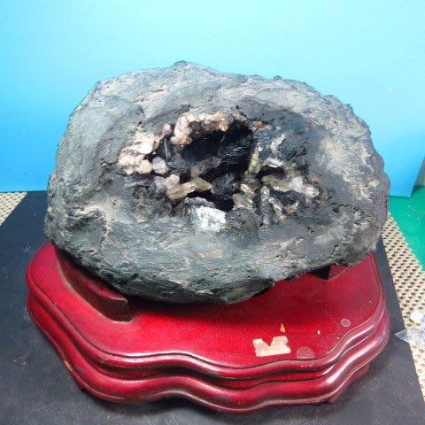【競標網】漂亮罕見天然鏡鐵原礦洞7.7公斤(贈座)(網路特價品、原價5000元)限量一件