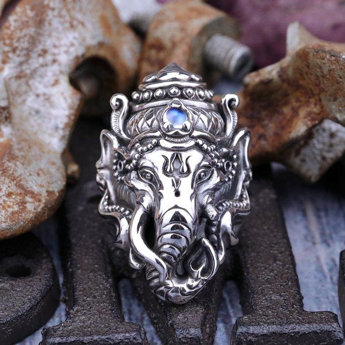 【Silver Monsters】日本新銳avatara 細緻手作 -象神-戒指 (皇家藍月石鑲嵌)