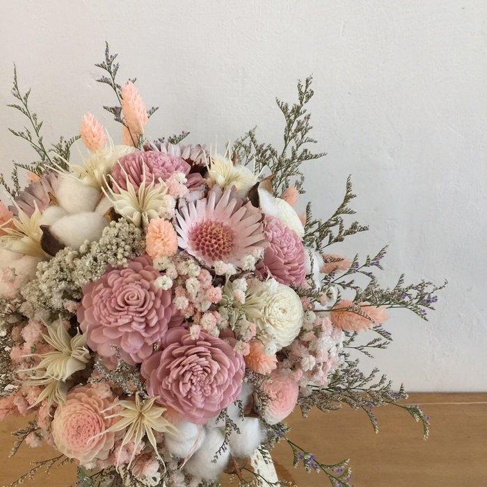 D31。粉白色系棉花乾燥花捧花。拍照捧花。客製新娘捧花。台北自取【Flower&House花藝之家】