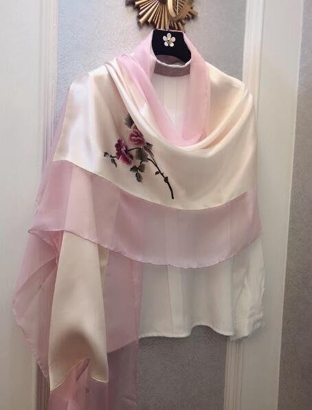 (輕舞飛揚)柔美杭州絲綢禮品蘇綉手工刺繡花朵真絲絲巾女春夏桑蠶絲飄紗披肩 粉色