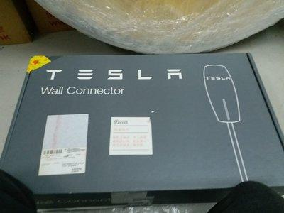 Tesla壁掛式充電器