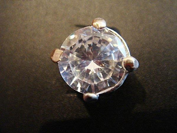 降價大出清,只有一件!!全新美國帶回,Bananna Republic 單顆銀色美鑽形穿式耳環!低價起標無底價!免運費!