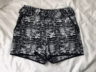 Sacra 黑白相間荷葉造型短褲