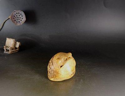 竹根雕  滿釘雕件 ~  金蟾  把件  擺件 茶寵 ...全手工 隨形 精雕 ..  E50