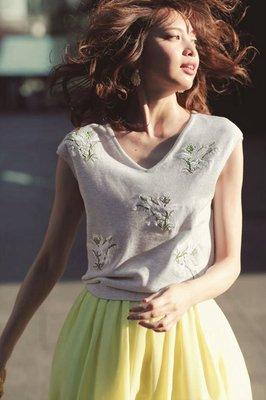 A 日單花朵刺繡針織背心上衣
