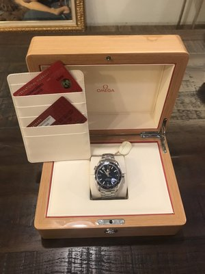 二手名品-未使用OMEGA 海馬 Planet Ocean 600米GMT 鍊帶藍面腕錶