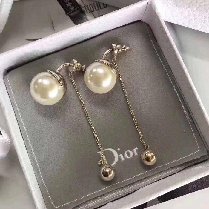 《巴黎拜金女》Dior 最新款秋冬Dior 925純銀針耳釘