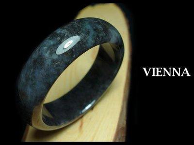 《A貨翡翠》【VIENNA】《手圍18.8/20mm版寬》緬甸玉/冰種嫩灰濃墨花/玉鐲/手鐲C+^026