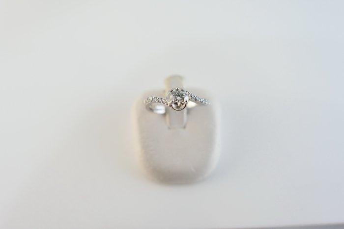 [吉宏精品交流中心]33分 天然鑽石 白K金 八心八箭 造型 戒指(附證書)