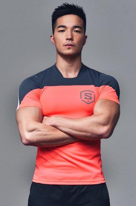 【OTOKO Men's Boutique】固制:美式足球風格排汗運動短袖/螢光紅(台灣獨家代理)