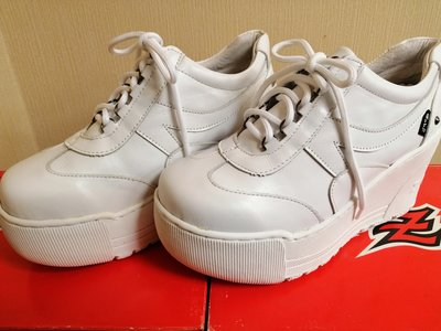 (Zobr~路豹~超值特賣免運 台灣製真皮手工氣墊鞋) 厚底增高鞋 (白色9號)