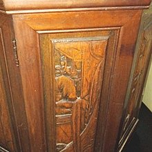 新竹二手家具收購來來-菱形雕刻實木置物櫃桌邊櫃~新竹搬家公司|新豐頭份二手家電買賣收購-沙發茶几衣櫥床架床墊冰箱洗衣機