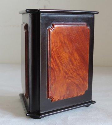 丁香之家----老件鑲樹瘤越南花梨木三角筆筒