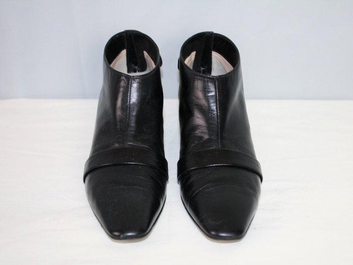 海洋工坊二手名牌旗艦店~Louis Vuitton 低跟踝靴(Size:35 1/2)