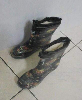 辣媽小巨蛋 製 百搭花系列2件式雨鞋 一鞋2穿法 雨靴馬靴長靴 保存良好 長統靴 機車靴