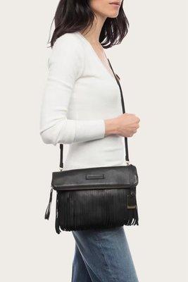 ╭☆包媽子店☆Frye Heidi Fringe Cross-Body Bag 真皮流蘇手拿包/斜挎包