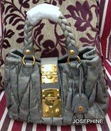 喬瑟芬【MIU MIU】展示品 賠售出清 (專櫃$47900)~藍灰色RN0473 COFFER可芙小羊皮手提包