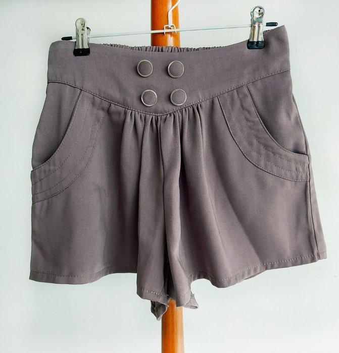 雪紡鈕釦造型短褲-修飾小腹短褲-2F外【單件-200含郵】