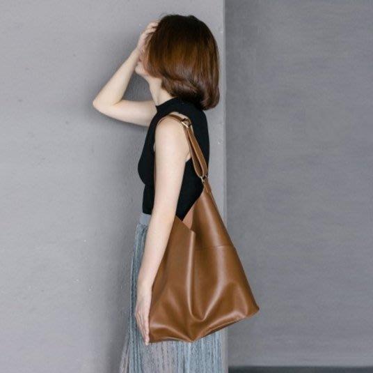 現貨!!免等!![SW161010-9]~潮品聚落~韓國東大門子母包簡約率性購物袋軟皮單肩大包-2色