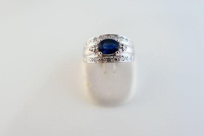 [吉宏精品交流中心]1.36克拉 天然藍寶石 天然鑽石 白K金 造型 戒指 男戒(附證書)