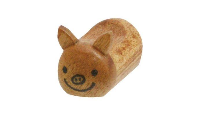 天使熊雜貨小舖~日本帶回Luck pig home幸運豬箸置 現貨:茶色/黑色2款  全新現貨